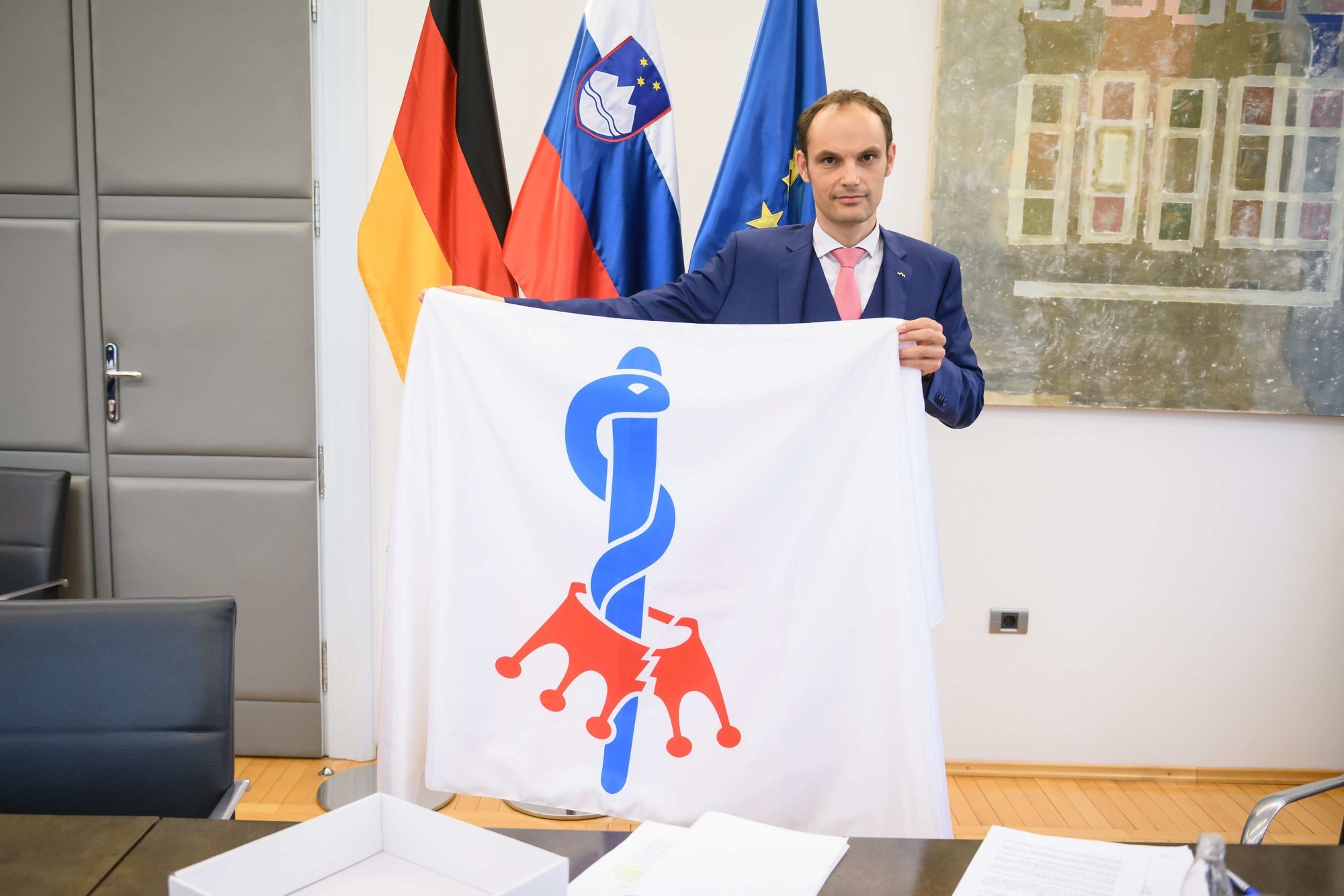 Foreign Minister Anže Logar during the handing over of the flag to German Foreign Minister Heiko Maas. Photo: Ministry of Foreign Affairs, 29 April 2020.